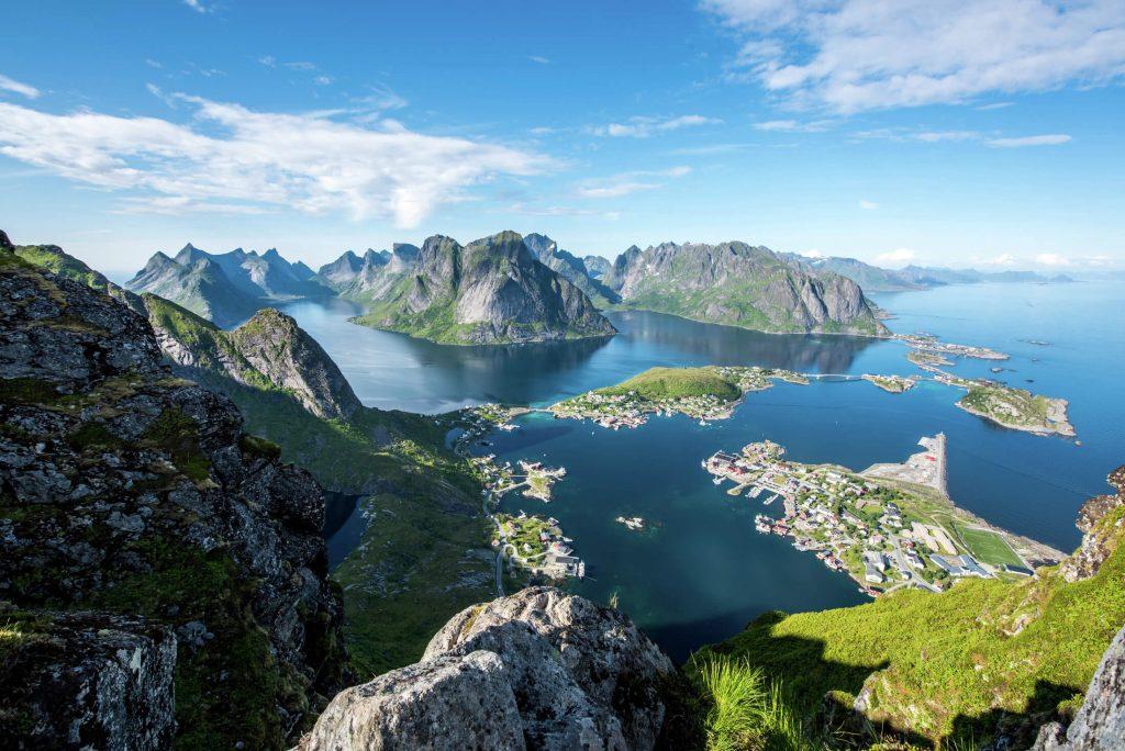 HEADER View-from-Reinebringen-Lofoten - Norske