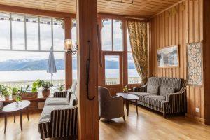 Kviknes Hotel lobby lounge uitzicht